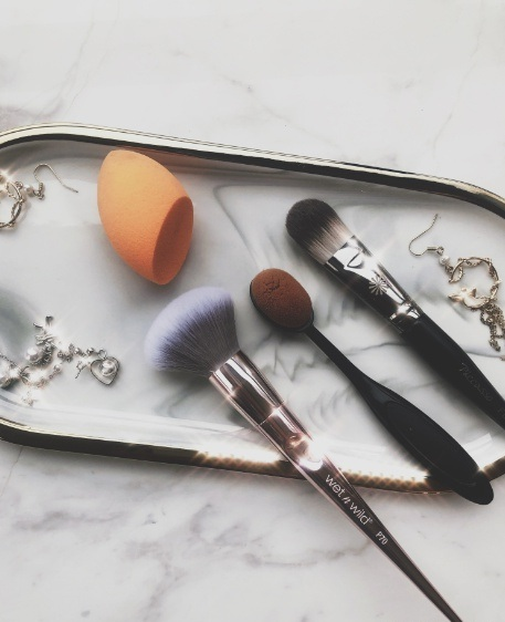 化妆刷如何抗菌?-抗菌剂 干燥剂-塑料防霉剂供应厂家
